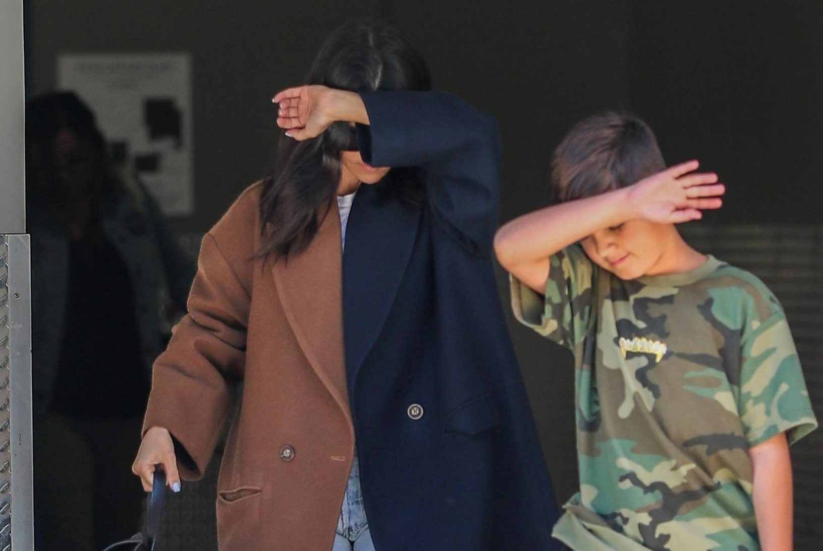 Calabasas, CA - Kourtney Kardashian and Mason hide their faces as they depart from his art class in Calabasas. Pictured: Kourtney Kardashian, Mason Disick BACKGRID USA 10 APRIL 2019 BYLINE MUST READ: RAAK / BACKGRID USA: +1 310 798 9111 / usasales@backgrid.com UK: +44 208 344 2007 / uksales@backgrid.com *UK Clients - Pictures Containing Children Please Pixelate Face Prior To Publication*