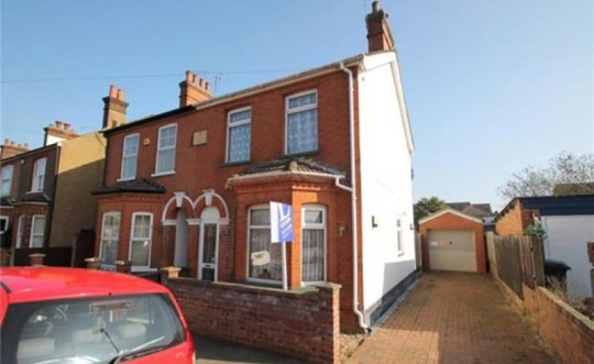 The three-bedroom property is priced much lower due to the special agreement (Picture: Rightmove)