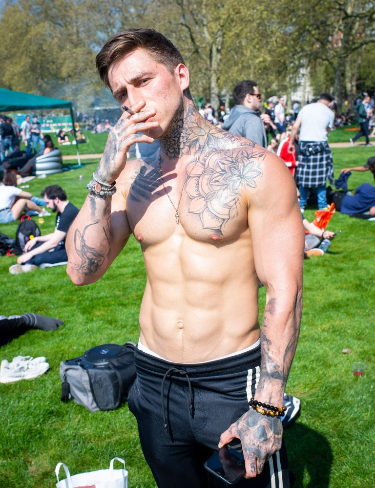 Thousands get royally stoned in Hyde Park for 4/20 | Metro News