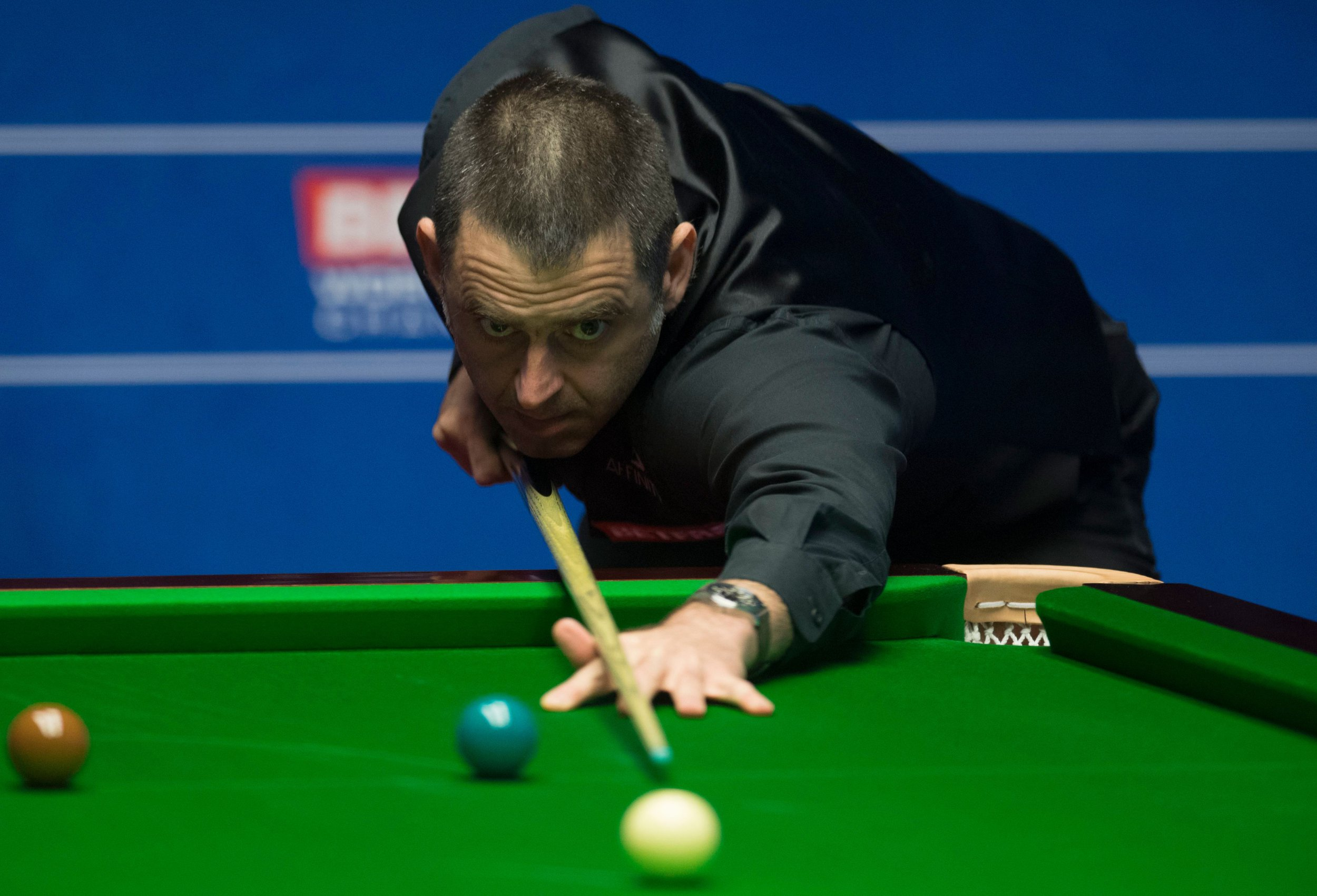 Ronnie O'Sullivan knocked out of Snooker World Championship by amateur James Cahill