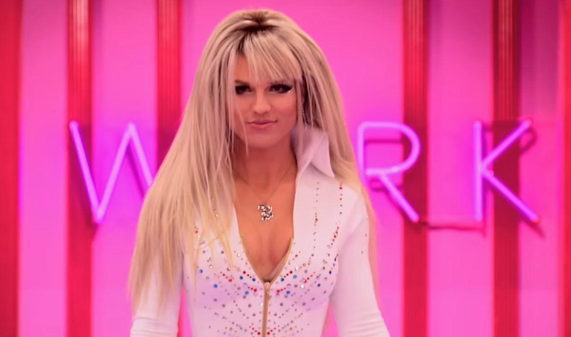 Derrick Barry entrance look on Drag Race VH1