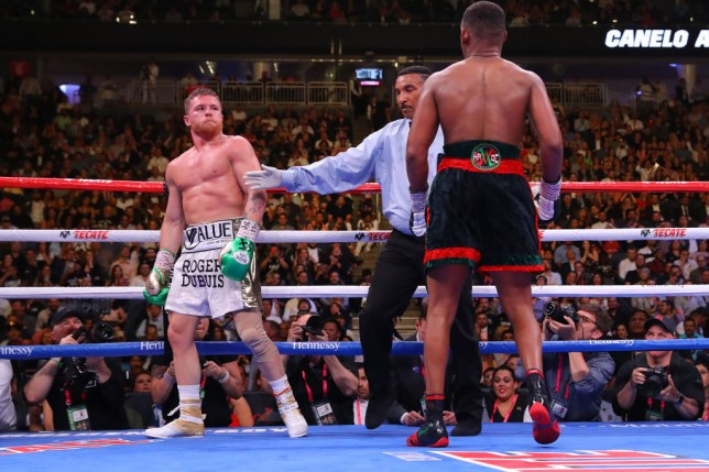 LAS VEGAS, NEVADA - MAY 04: Referee Tony Weeks separates Daniel Jacobs from Canelo Alvarez after the end of a round during their middleweight unification fight at T-Mobile Arena on May 04, 2019 in Las Vegas, Nevada. (Photo by Tom Hogan/Golden Boy/Golden Boy/Getty Images)