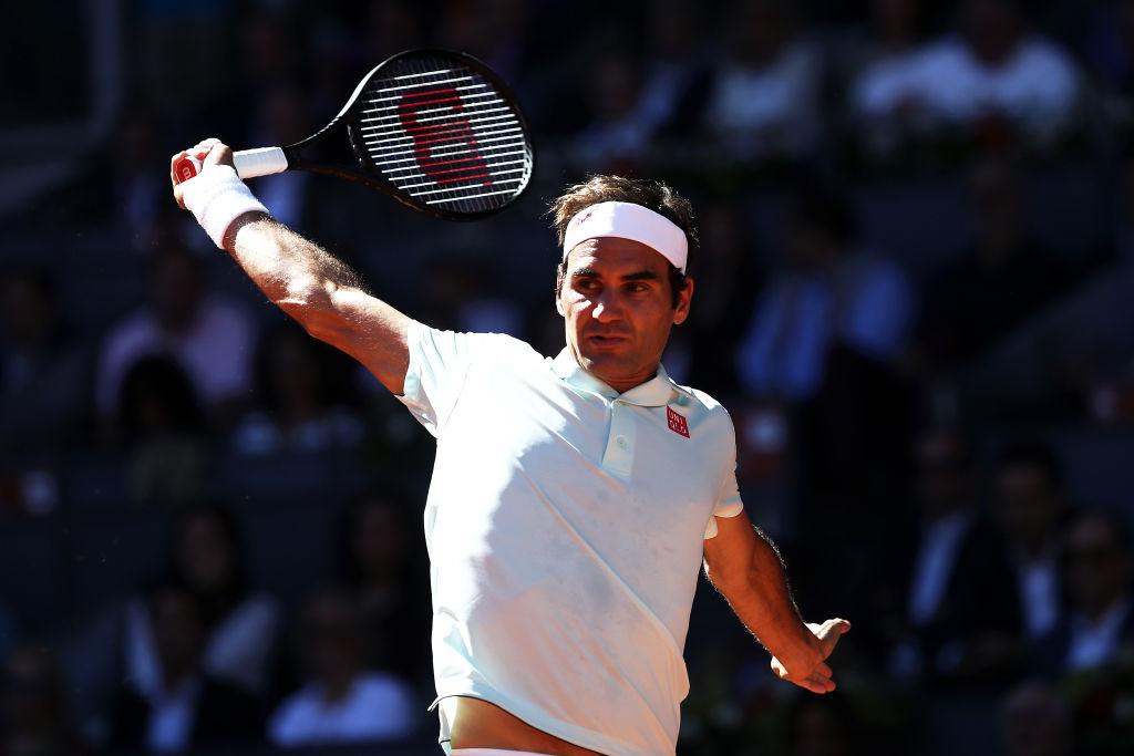 Frustrated Roger Federer react...