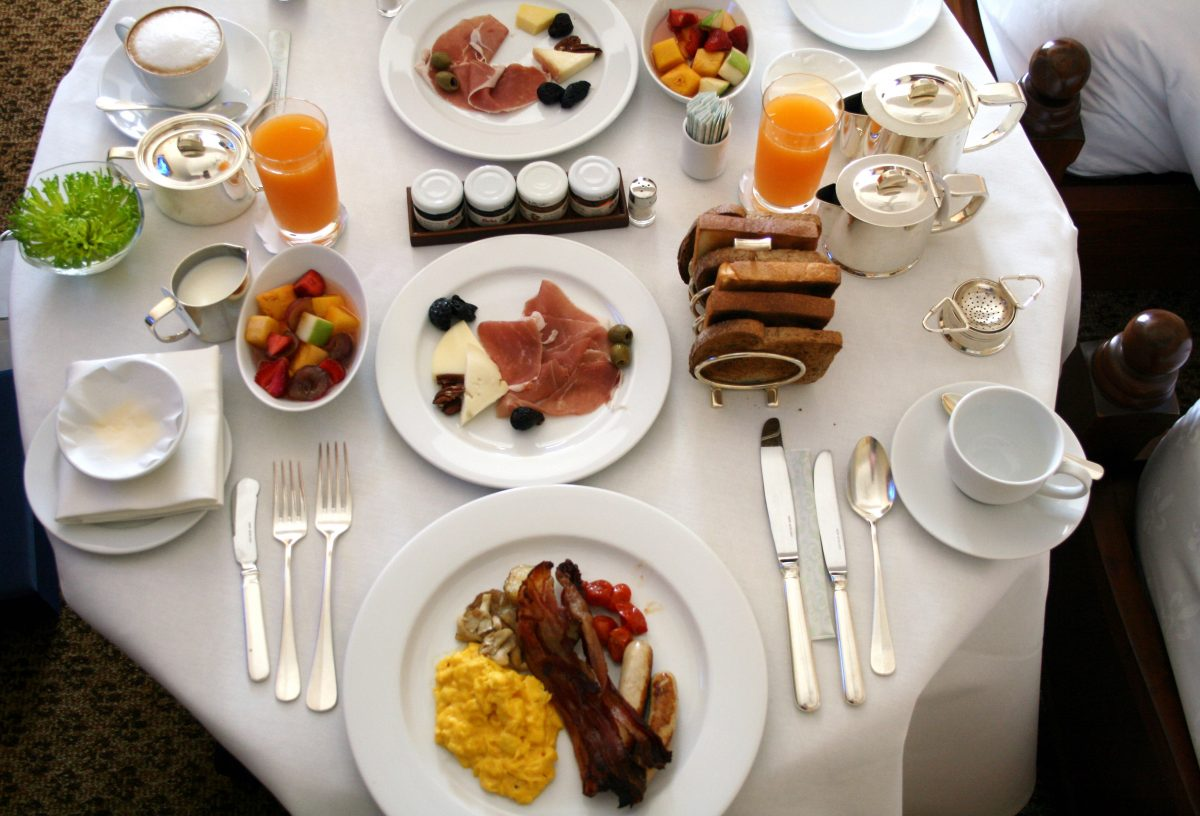 Ibis hotel praised for setting up free suhour breakfast for fasting Muslims