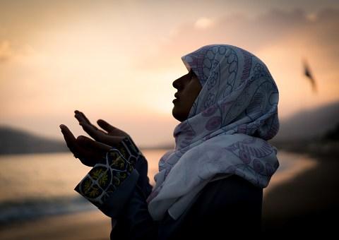 What is the difference between Ramadan Mubarak and Ramadan Kareem?