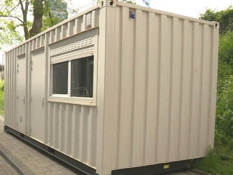 Tourist pays £100 for Amsterdam airbnb that turns out to be roadside shipping container