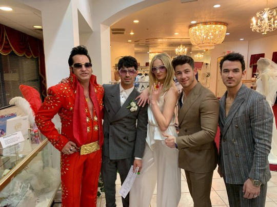 Sophie Turner Wedding.Sophie Turner And Joe Jonas Wedding Picture Includes Vegas Elvis