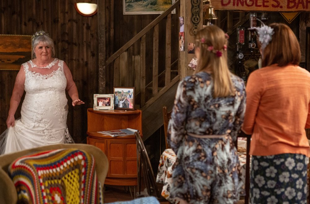 Lisa Dingle (Jane Cox) looks stunning on her wedding day - but will it go to plan?