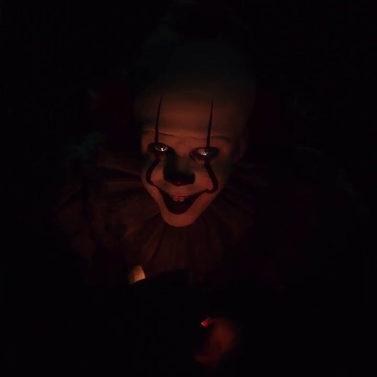 METRO GRAB - IT TRAILER / Pennywise will be extra bloodthirsty in IT part 2 Videograb from IT part 2 Trailer