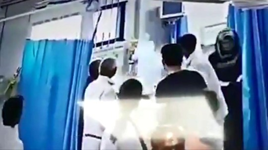Woman's head explodes during surgery Sheela Devi Provider: AsiaWire Source: https://videos.metro.co.uk/video/met/2019/05/17/1111421178841575549/640x360_MP4_1111421178841575549.mp4