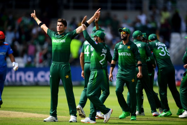 Pakistan boosted their hopes of reaching the Cricket World Cup semi-finals