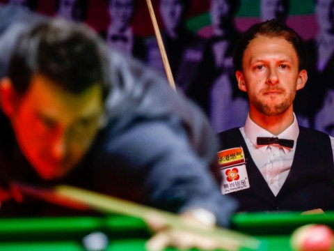 Steve Davis explains the beauty of Ronnie O'Sullivan and Judd Trump on a snooker table