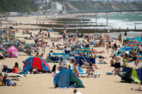 UK basks in 33C sunshine during hottest day of the year | Metro News