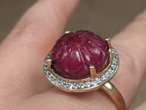 People really don't like this engagement ring that looks 'like a prolapsed butthole'
