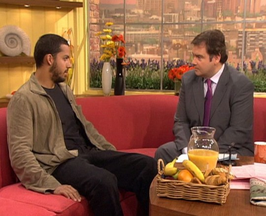 Editorial use only Mandatory Credit: Photo by ITV/REX (1224599ca) David Blaine and Eamonn Holmes on GMTV 'GMTV' TV Programme. - 2000s