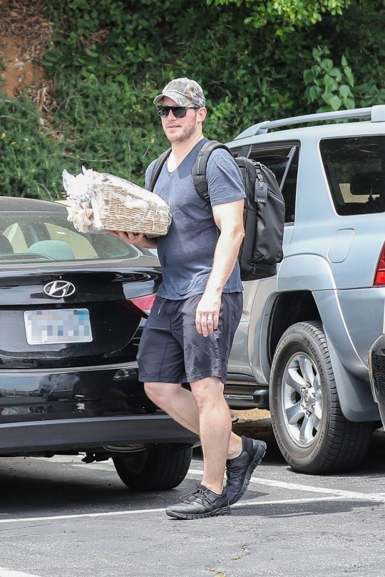 Beverly Hills, CA - *EXCLUSIVE* - Chris Pratt and Katherine Schwarzenegger have tied the knot! Chris is seen leaving a gym session at Unbreakable Gym with his personal trainer and a large gift basket in hand! Pictured: chris pratt Pictured: Chris Pratt BACKGRID USA 11 JUNE 2019 BYLINE MUST READ: SPOT / BACKGRID USA: +1 310 798 9111 / usasales@backgrid.com UK: +44 208 344 2007 / uksales@backgrid.com *UK Clients - Pictures Containing Children Please Pixelate Face Prior To Publication*