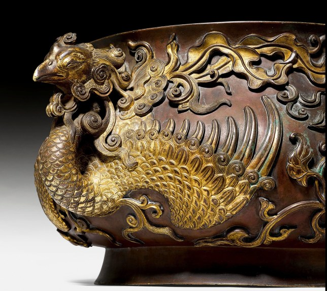 BNPS.co.uk (01202 558833) Pic: KollerAuctions/BNPS Gilded phoenix handles. Smashed It! - ??3.8 million paid for 300 year old Chinese bronze used to keep tennis balls in. The incense burning censer, decorated with auspicious peony and phoenix designs, was thought by its owners to be a 19th century copy. It was only when the family invited Asian art specialist Regi Preiswerk to their home to look at some other antiques that its true potential was spotted. The 2ft wide urn weighing a hefty 48 lbs was made for a Qing Emperor in the 18th century.