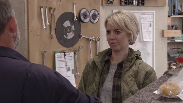 Abi gets close to Kevin in Coronation Street