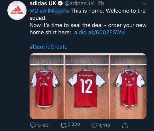 Adidas comparte versiones racistas de la nueva camiseta del Arsenal en Twitter.