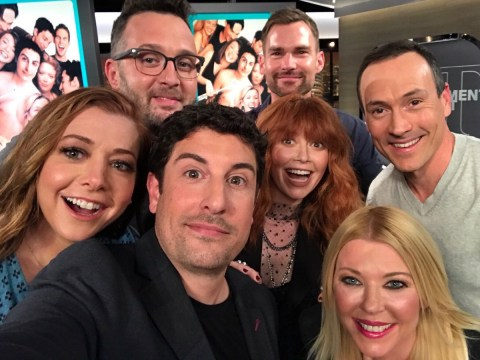 American Pie cast mark 20th anniversary with epic selfie and it's everything