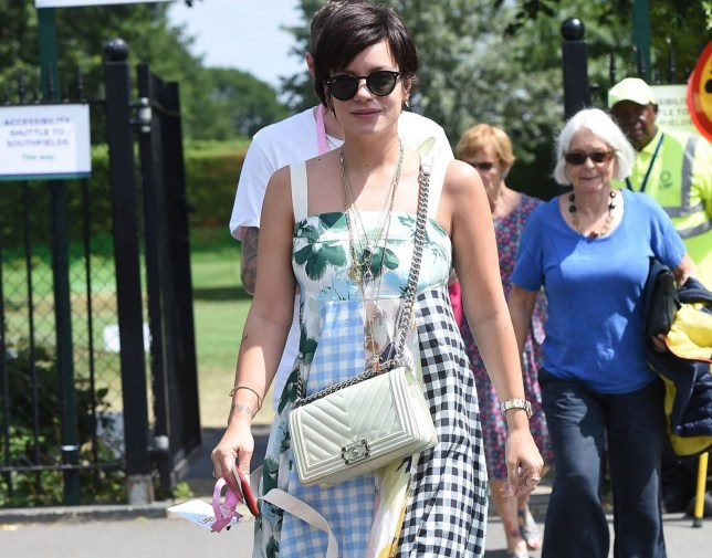BGUK_1652148 - London, UNITED KINGDOM - The British Singer Lily Allen arrives at the 2019 Wimbledon Tennis Championships in London. Pictured: Lily Allen BACKGRID UK 11 JULY 2019 BYLINE MUST READ: ZED JAMESON / BACKGRID UK: +44 208 344 2007 / uksales@backgrid.com USA: +1 310 798 9111 / usasales@backgrid.com *UK Clients - Pictures Containing Children Please Pixelate Face Prior To Publication*
