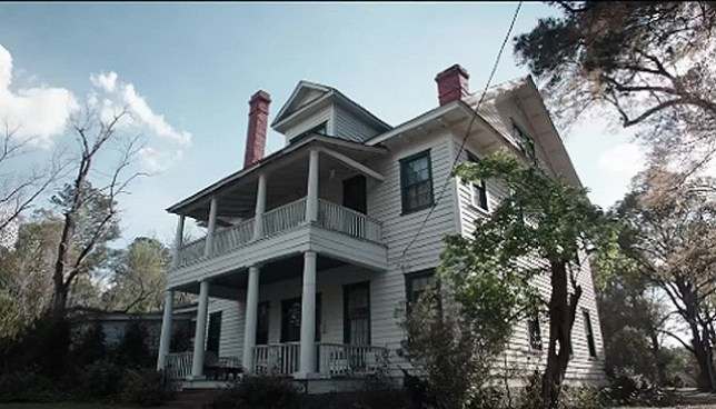 Couple buys house from The Conjuring and discover that it's haunted