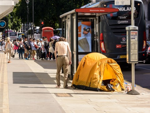 Charity asks public to offer water to homeless during UK heatwave