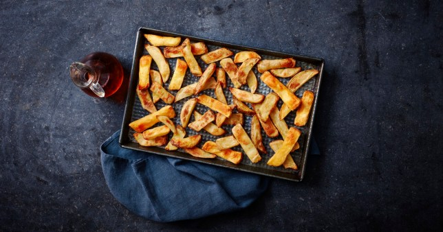 A tray of the slimming world chips from Iceland