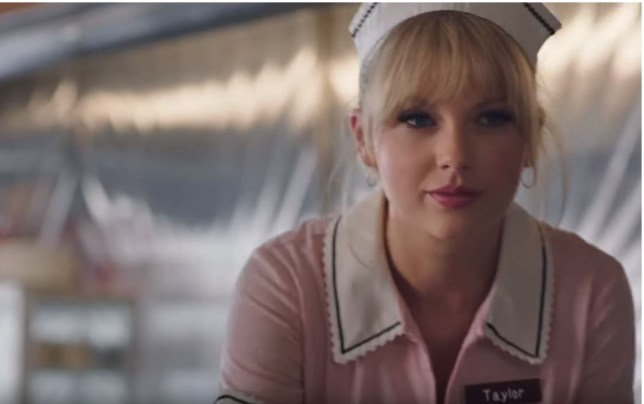 Taylor Swift Pretends To Be A Bartender And Waitress In