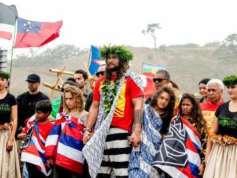 Jason Momoa stands in protest with native Hawaiians against telescope build
