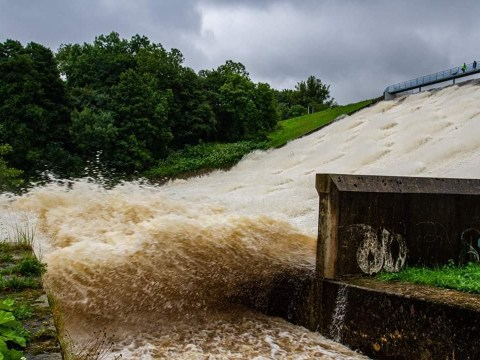Why did Whaley Bridge dam start to collapse?