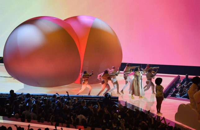Lizzo Performs With Massive Inflatable Bum At Mtv Vmas 2019
