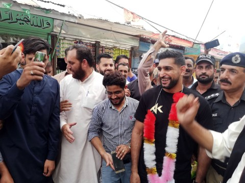 Amir Khan declares to be 'the voice of Kashmiris' during emotional visit to Pakistan