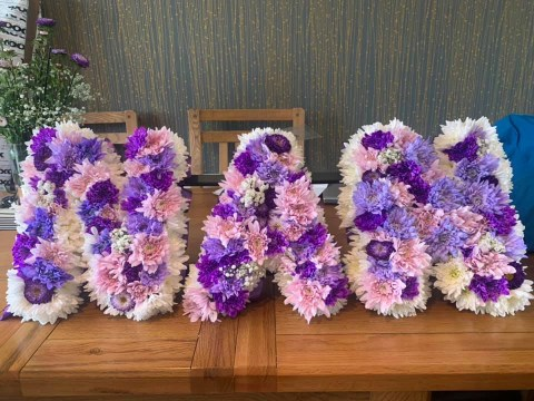 Woman spends just £39 on home-made funeral flower arrangements for nan