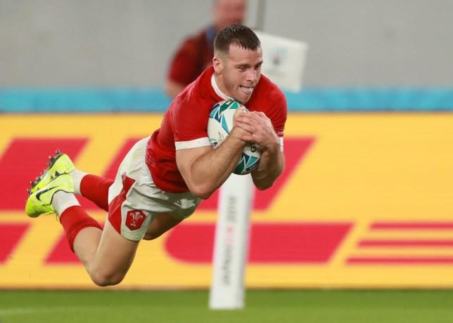 Gareth Davies scores a crucial try