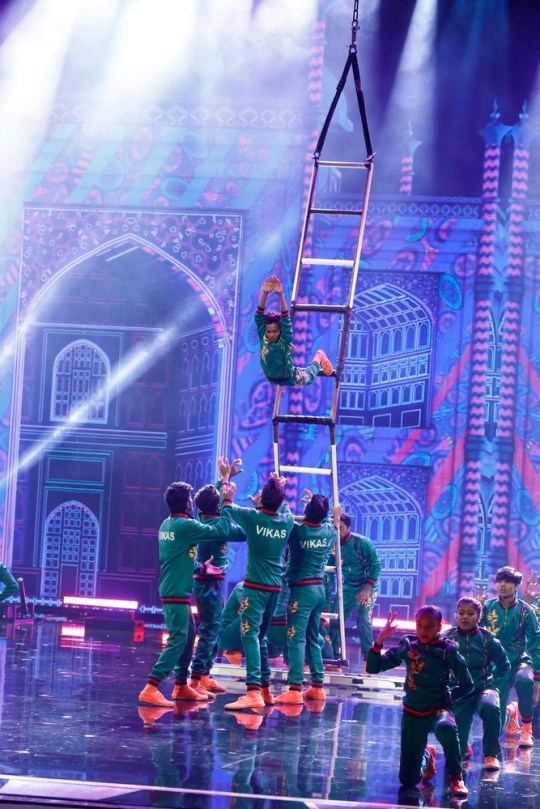 """AMERICA'S GOT TALENT -- """"Semifinals 2"""" Episode 1420 -- Pictured: V. Unbeatable -- (Photo by: Trae Patton/NBC)"""