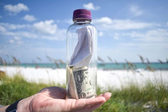 Grieving Family S Note In Bottle With Ashes Inside Floats