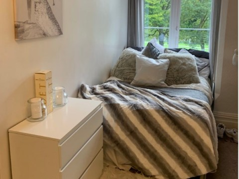Student completely transforms her dull uni bedroom for just £400
