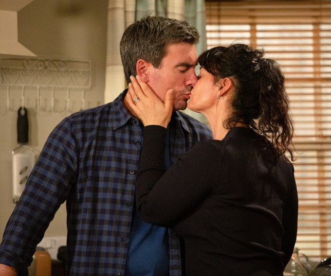 Cain and Kerry kiss in Emmerdale