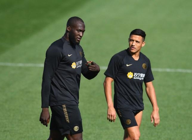 Alexis Sanchez and Romelu Lukaku speak during Inter training