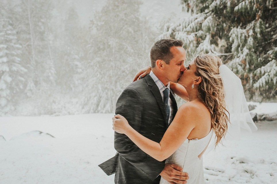 Couple who planned the perfect autumnal wedding get caught in a freak snowstorm instead