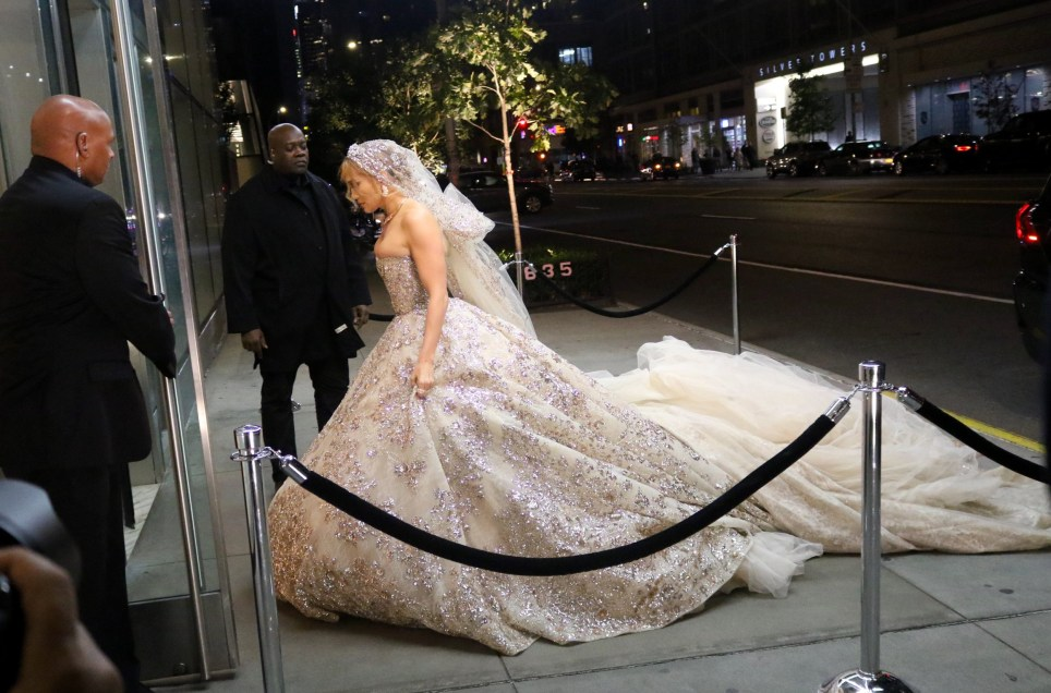 Jennifer Lopez Wedding Dress On The Set Of New Romcom Marry Me Metro News