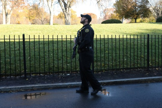 Photo of Secret Service agent scanning the skies during Tuesday's White House lockdown