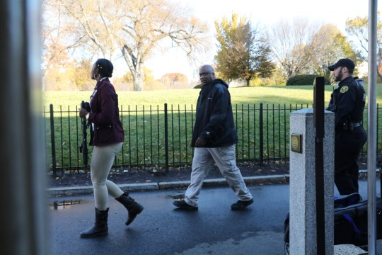 Photo of US Secret Service agents outside White House, one of whom has her gun drawn