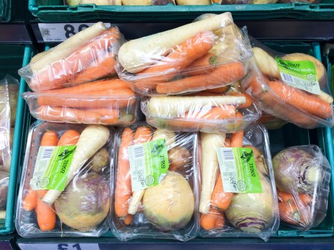Tesco seeks to remove 1,000,000,000 pieces of plastic by the end of next year