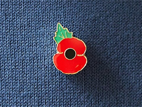 What side should you wear a poppy on? How to wear a poppy for Remembrance Sunday