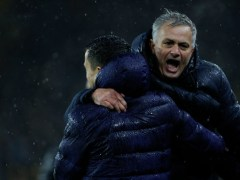 Jose Mourinho sends warning to Chelsea after Spurs close top-four gap