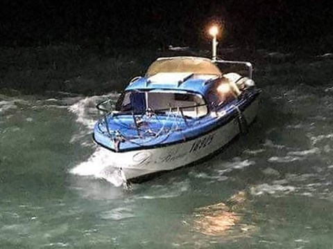 Boat carrying 19 migrants is stopped in English Channel