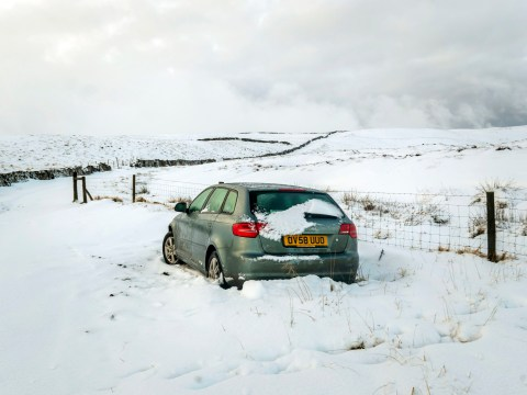 Snow falls across northern England with rain forecast afterwards