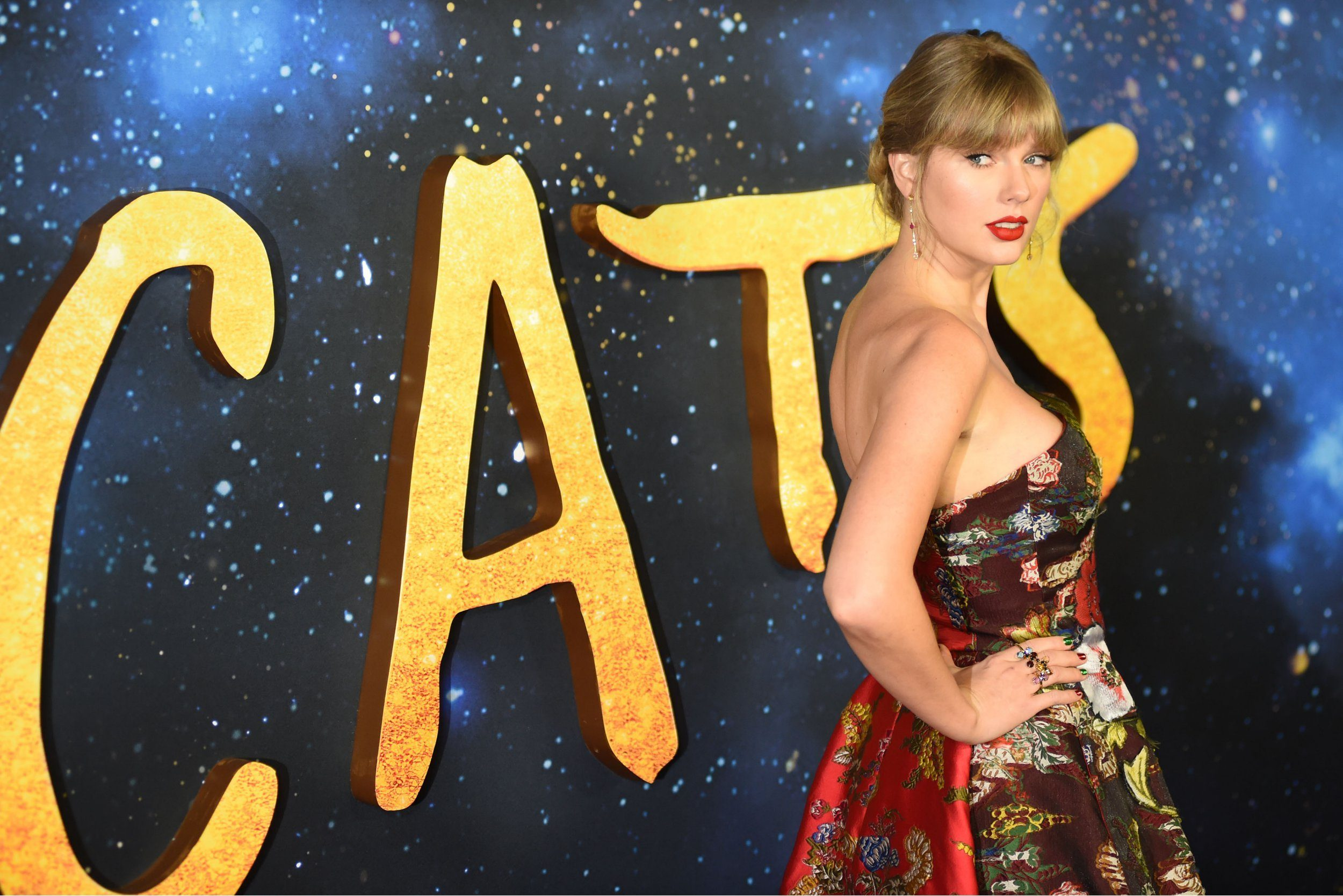 Taylor Swift lives dream at Cats premiere as first reviews